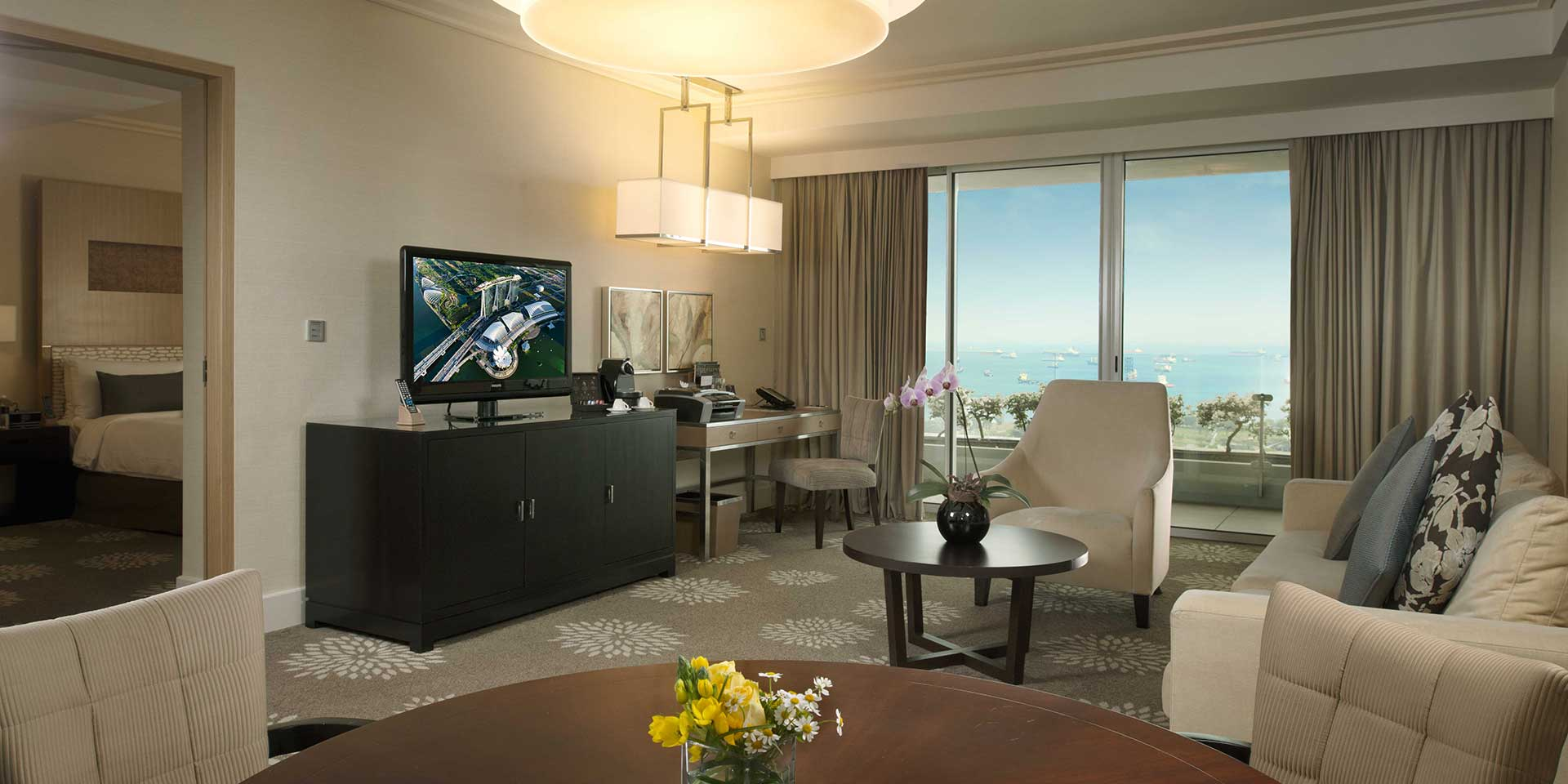 Bay suite in marina bay sands singapore hotel for Living room suit