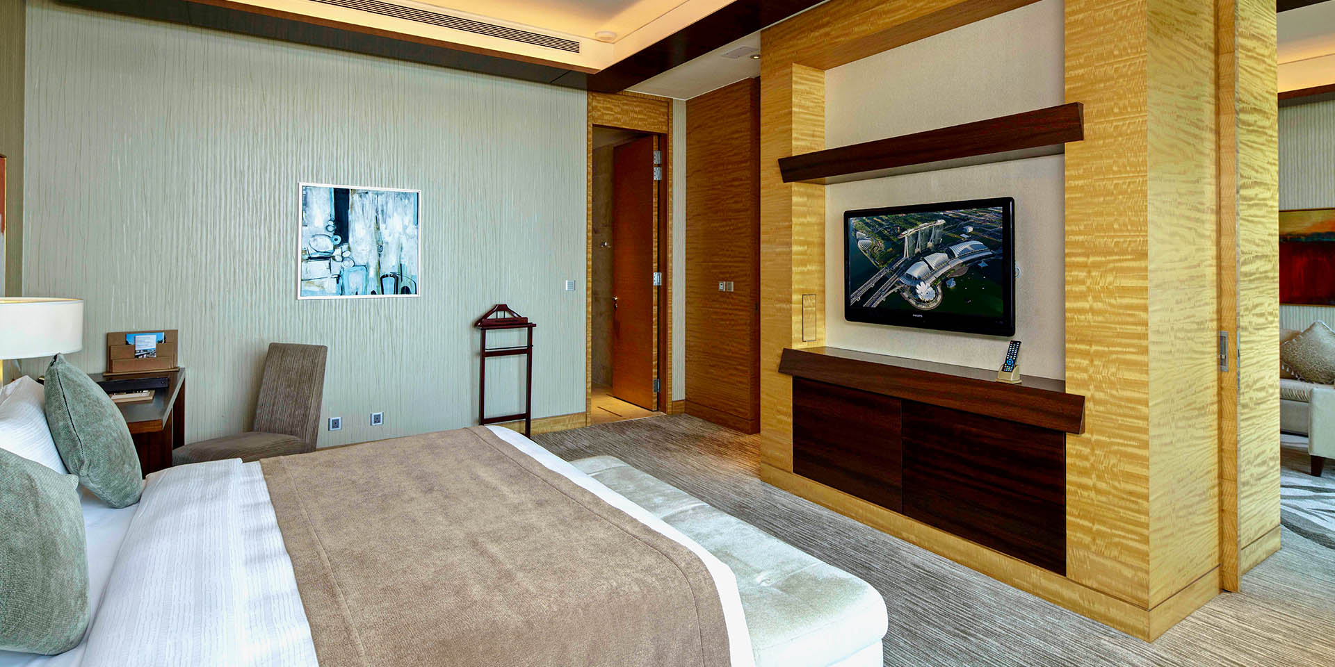 Harbour Suite Bedroom at Marina Bay Sands with King Bed and City View