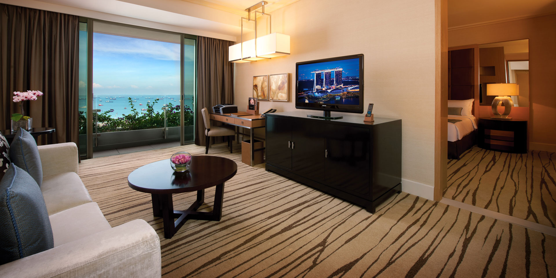 Orchid suite in marina bay sands singapore hotel for Living room suit