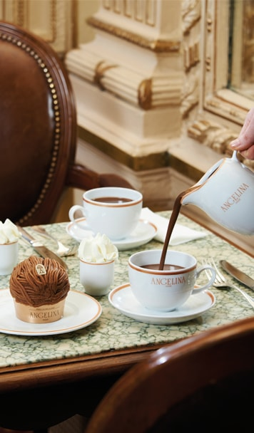 "Hot chocolate ""L'Africian"" and signature Mont-Blanc pastry - Angelina"