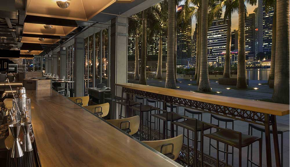 Bread Street Kitchen by Gordon Ramsay bar with bay view