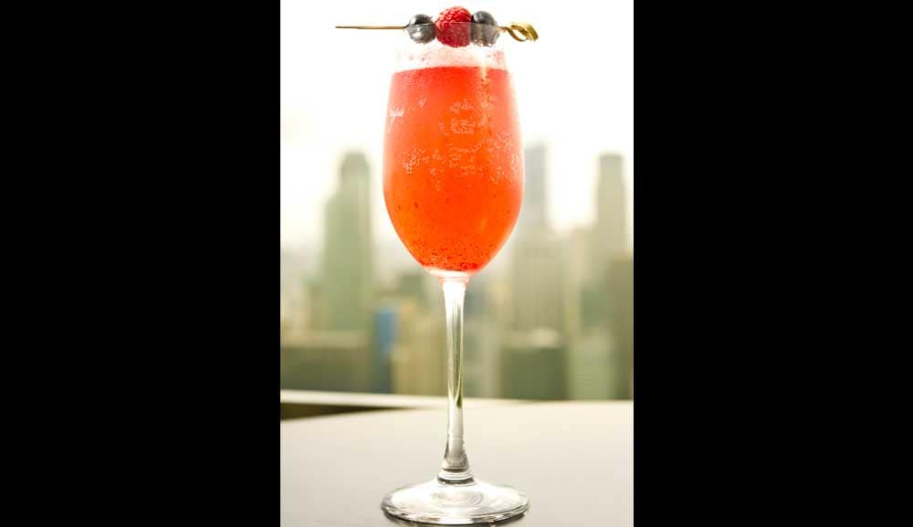 CÉ LA VI Club Lounge - Berry Bellini Cocktail